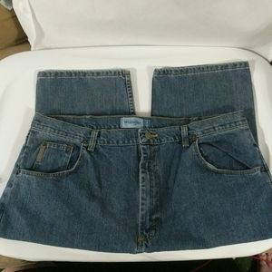 Wrangler Relaxed Fit Medium Wash - size 37x32